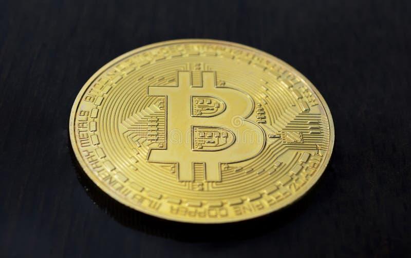 Bitcoin op houten achtergrond royalty-vrije stock afbeeldingen
