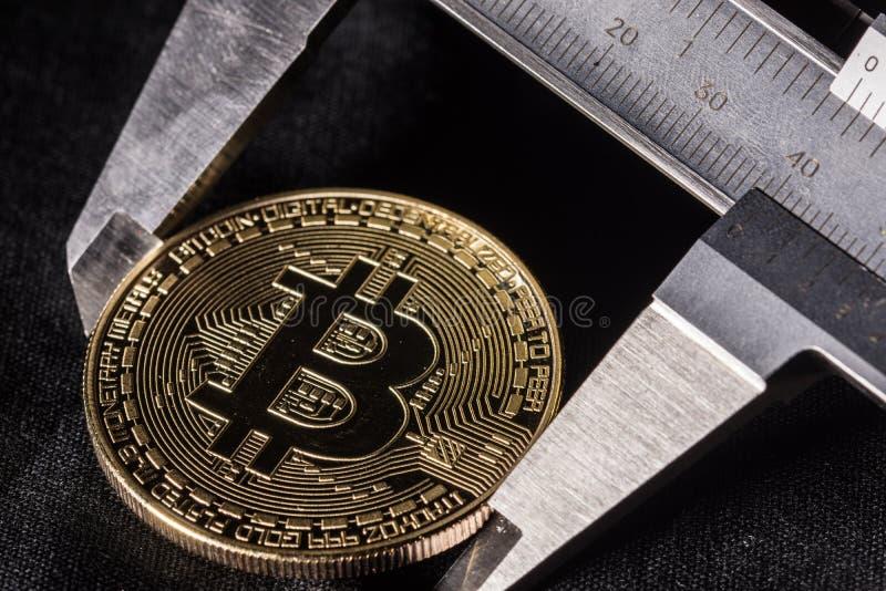 Bitcoin op proefbank royalty-vrije stock afbeeldingen