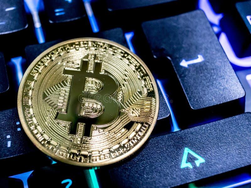 Bitcoin op toetsenbord stock foto's
