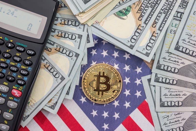 bitcoin, oss flagga, räknemaskin och dollar royaltyfri foto