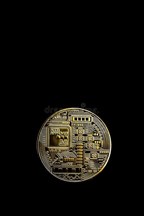 Bitcoin på en svart bakgrund, isolat arkivbilder