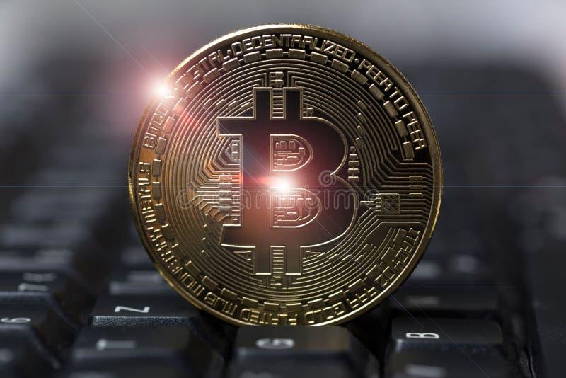 Bitcoin på ett tangentbord arkivfoto