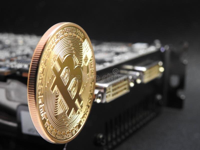 Bitcoin que pendura sobre a unidade de processamento dos gráficos ou o GPU foto de stock