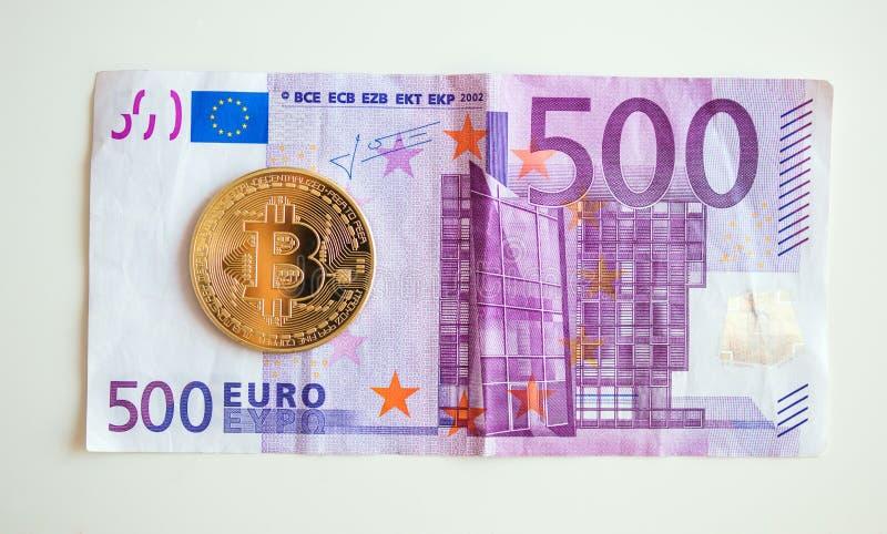 Bitcoin sobre cinco hudred a euro- conta imagens de stock royalty free