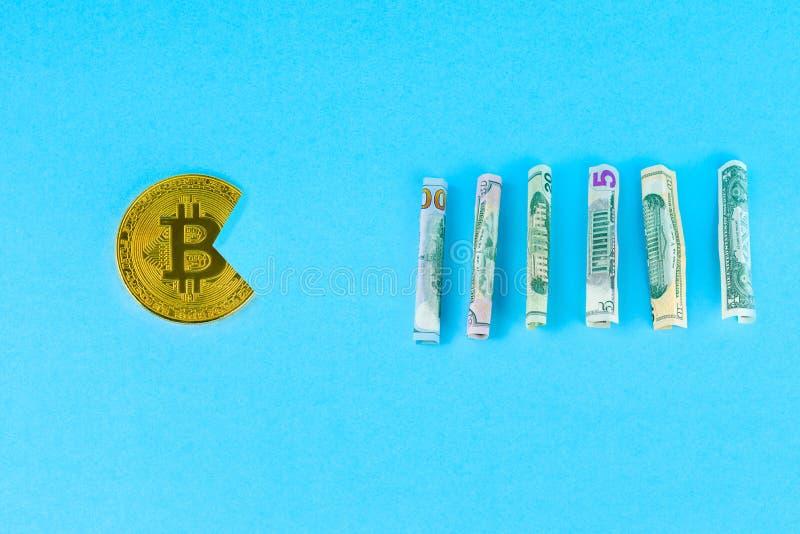 Bitcoin som äter dollaren fotografering för bildbyråer