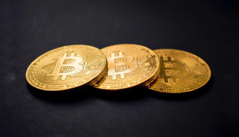 Bitcoin sullo sfondo immagine stock libera da diritti
