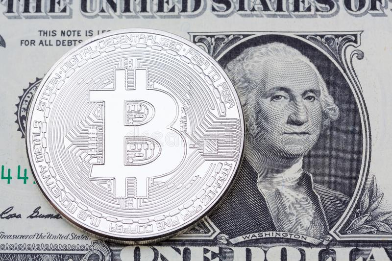 Bitcoin sur un billet de banque du dollar Commerce, concept d'affaires photographie stock