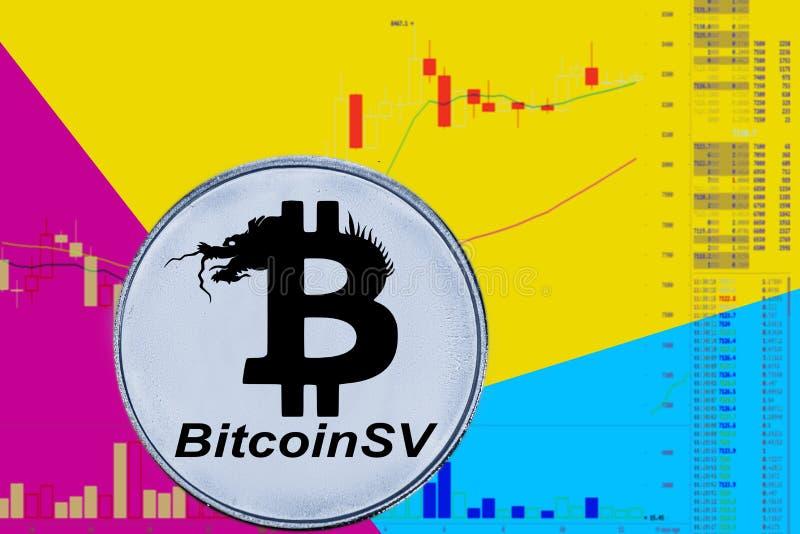 Bitcoin SV de cryptocurrency de pièce de monnaie sur le diagramme et le fond au néon bleu jaune BSV images stock