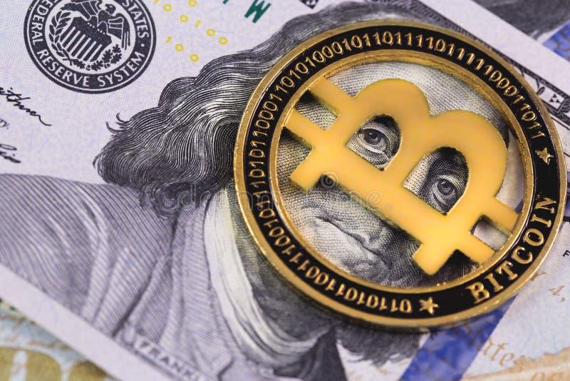 Bitcoin symbol med dollar royaltyfria foton
