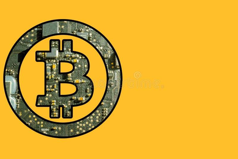 Bitcoin symbol med elektronisk bakgrund royaltyfria bilder