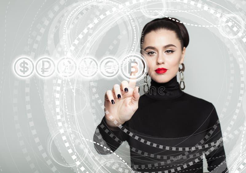 Bitcoin symbol och kvinnlig hand Blockchain överför begrepp royaltyfri fotografi