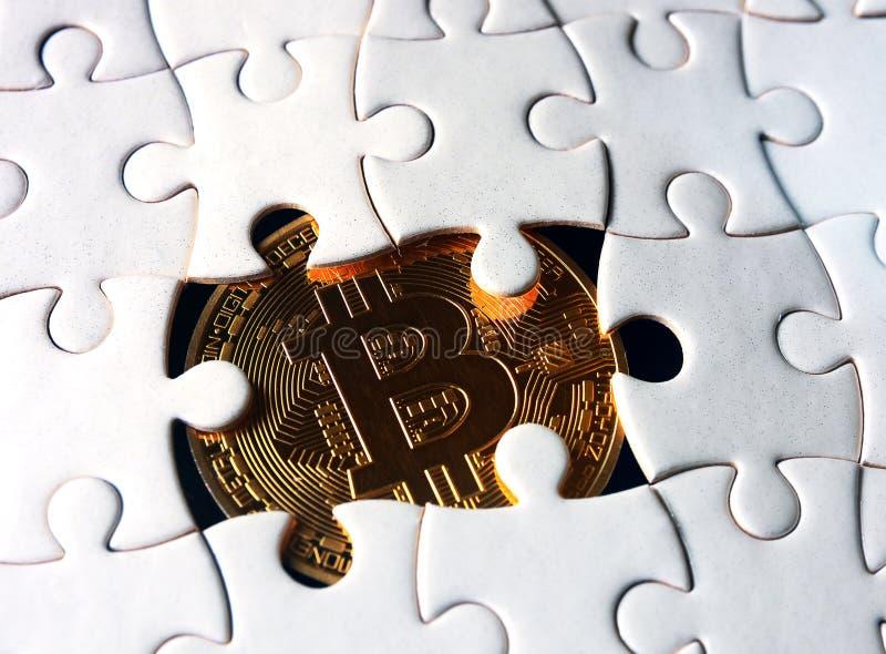Bitcoin under pussel arkivbild