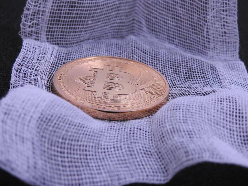 Bitcoin in verband wordt verpakt dat royalty-vrije stock foto