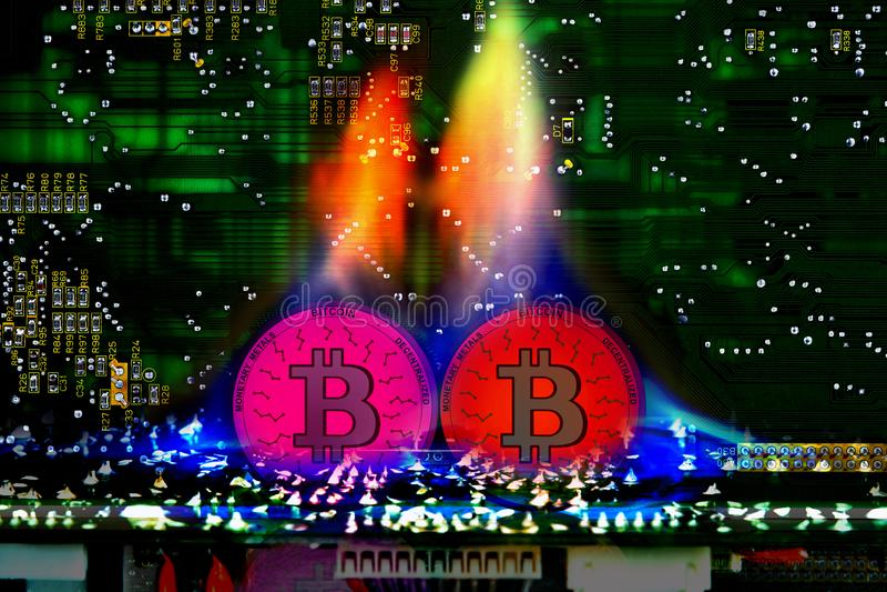 Bitcoin virtual, moeda eletrônica no fogo foto de stock royalty free