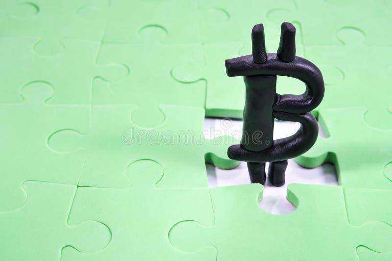 Bitcoin w dziury łamigłówce fotografia royalty free