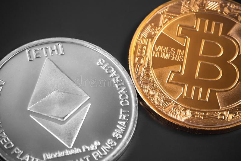 Bitcoin y ethereum fotos de archivo
