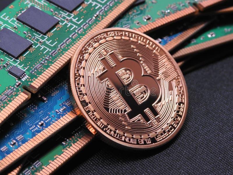Bitcoin y memoria ram de  imagen de archivo libre de regalías