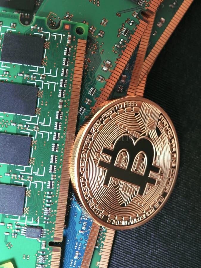 Bitcoin y memoria ram de  imagen de archivo