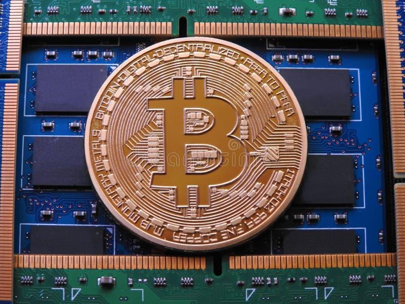 Bitcoin y memoria ram de  fotografía de archivo libre de regalías