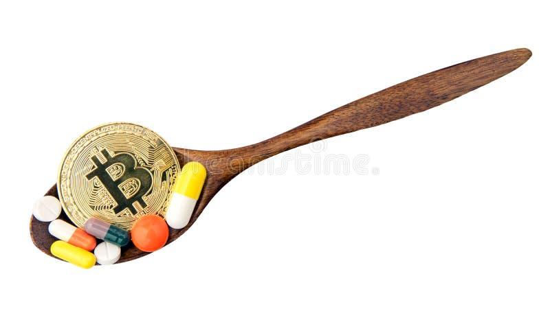 Bitcoin y píldoras de la medicina, problemas financieros, cryptocurrency, dinero digital, concepto de la tensión de la moneda imágenes de archivo libres de regalías