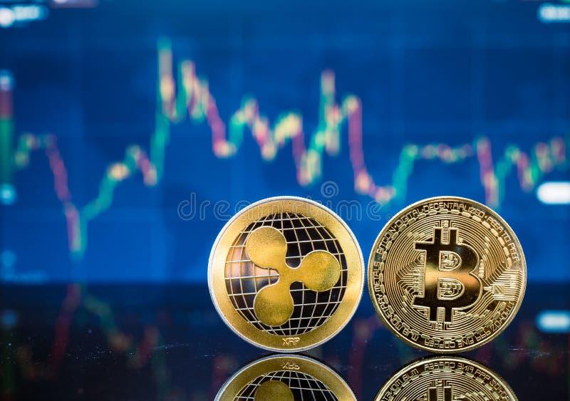 Bitcoin y XRP, moneda virtual del pedazo del oro y moneda del dinero del xrp fotografía de archivo