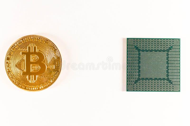 Bitcoin złocista moneta i wideo układ scalony Crypto waluta zdjęcia stock