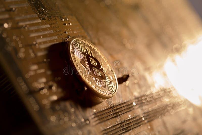 Bitcoin złoto na komputerowym interfejsie zdjęcia royalty free