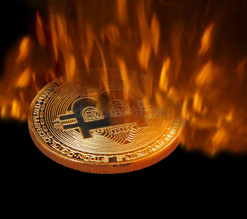 Bitcoincryptocurrency die in ovenbrand worden gesmeed royalty-vrije stock afbeeldingen