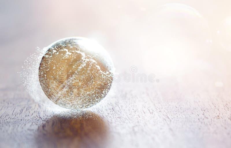 Bitcoinmuntstuk en barstende zeepbel royalty-vrije stock foto's