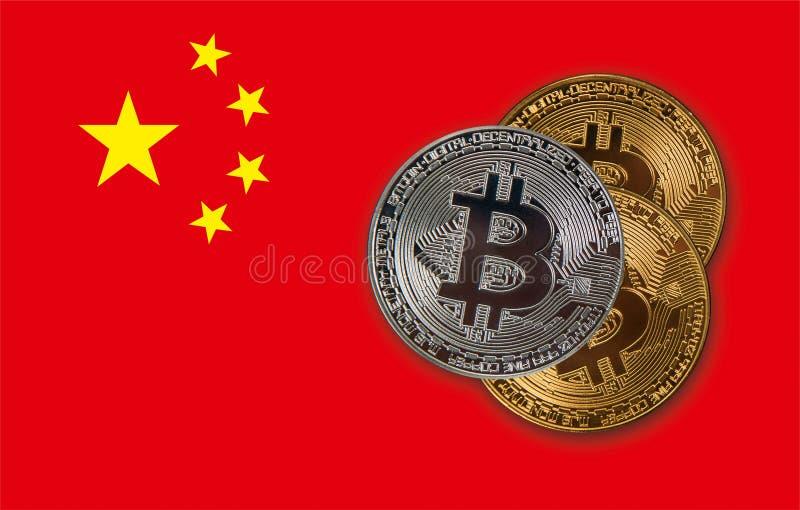 Bitcoinmuntstukken op de rode vlag van China royalty-vrije illustratie