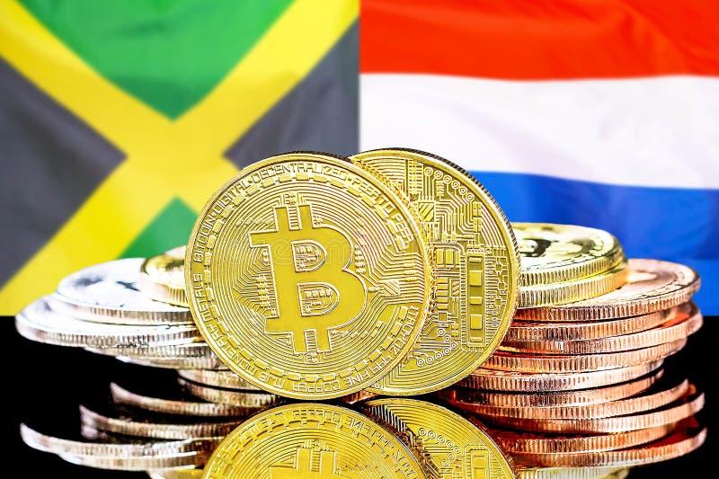 Bitcoins auf Jamaika und niederländischem Flaggenhintergrund lizenzfreies stockbild