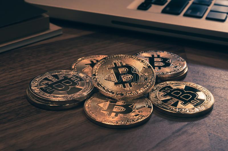 Bitcoins di Cryptocurrency, retro stile d'annata immagine stock