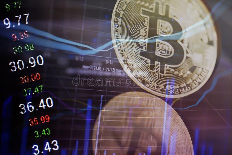 Bitcoins dourado dinheiro virtual novo imagens de stock royalty free