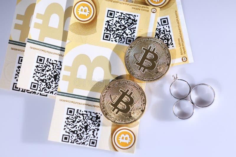 Bitcoins e anéis imagens de stock royalty free