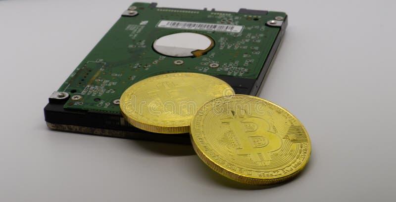 Bitcoins em uma movimentação dura fotografia de stock