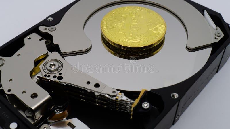 Bitcoins em uma movimentação dura imagem de stock royalty free