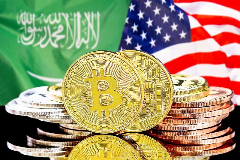 Bitcoins en fondo de la bandera de la Arabia Saudita y de los E.E.U.U. imagen de archivo