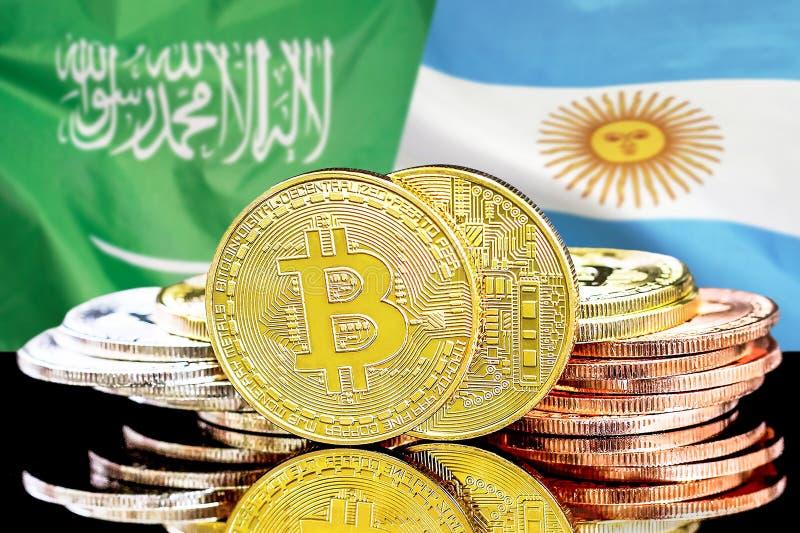 Bitcoins fundo na bandeira de Arábia Saudita e de Argentina imagens de stock royalty free
