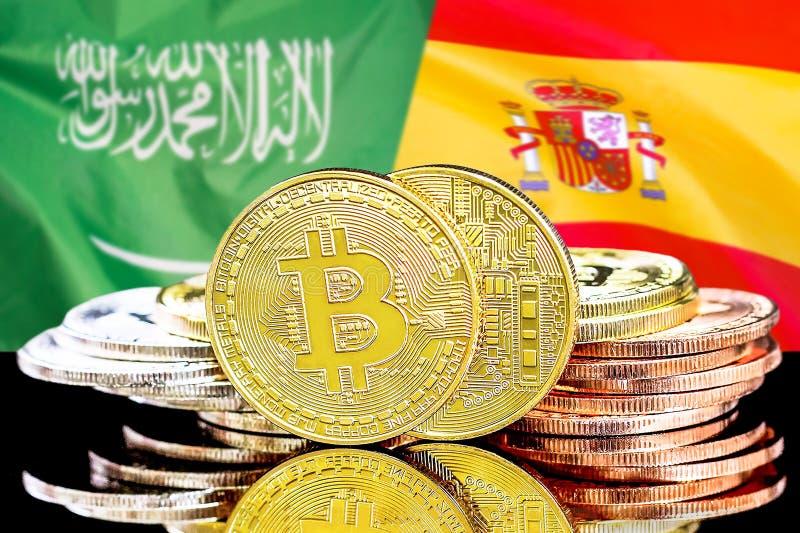 Bitcoins fundo na bandeira de Arábia Saudita e de Espanha imagem de stock