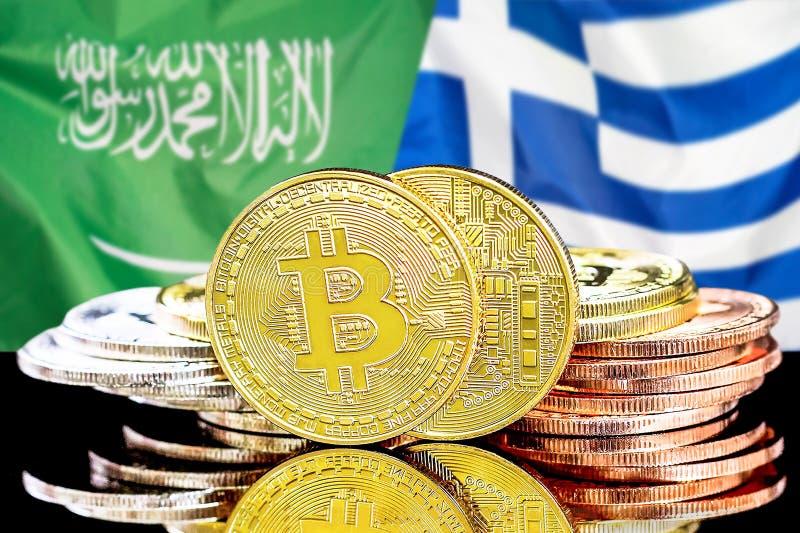 Bitcoins fundo na bandeira de Arábia Saudita e de Grécia foto de stock