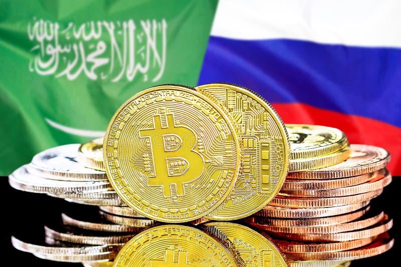 Bitcoins fundo na bandeira de Arábia Saudita e de Rússia foto de stock