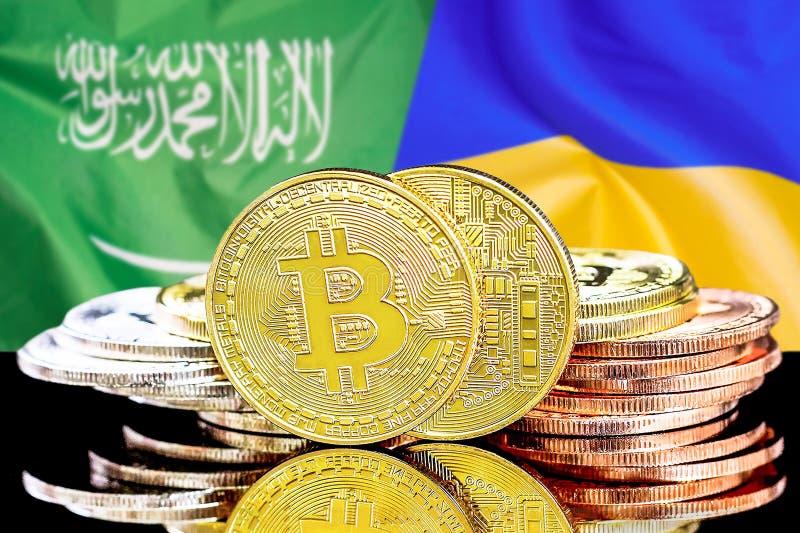 Bitcoins fundo na bandeira de Arábia Saudita e de Ucrânia fotos de stock