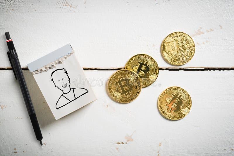 Bitcoins met afscheuringskalender en werknemerssymbool royalty-vrije stock afbeelding