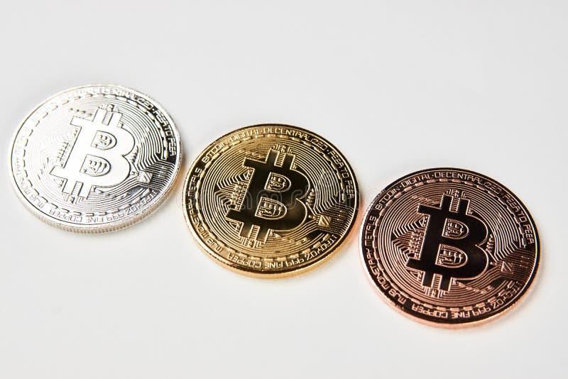Bitcoins na białym tle, zakończenie obrazy royalty free