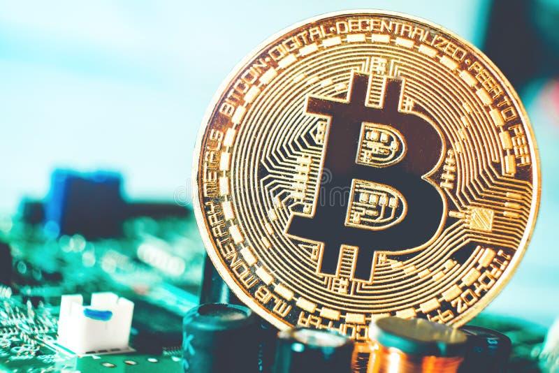 Bitcoins nieuw virtueel geld op Kringen stock foto's
