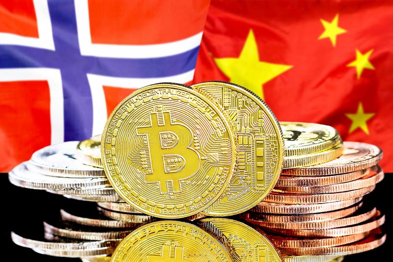 Bitcoins på Norge och Kina flaggabakgrund royaltyfri bild
