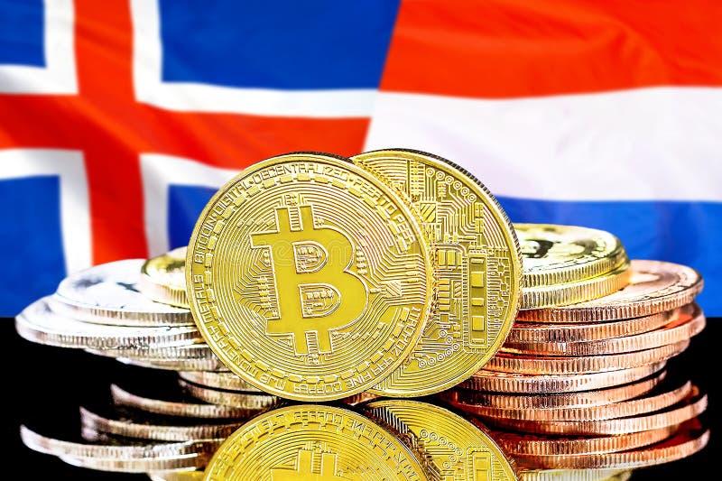 Bitcoins sur l'Islande et le fond néerlandais de drapeau photos stock