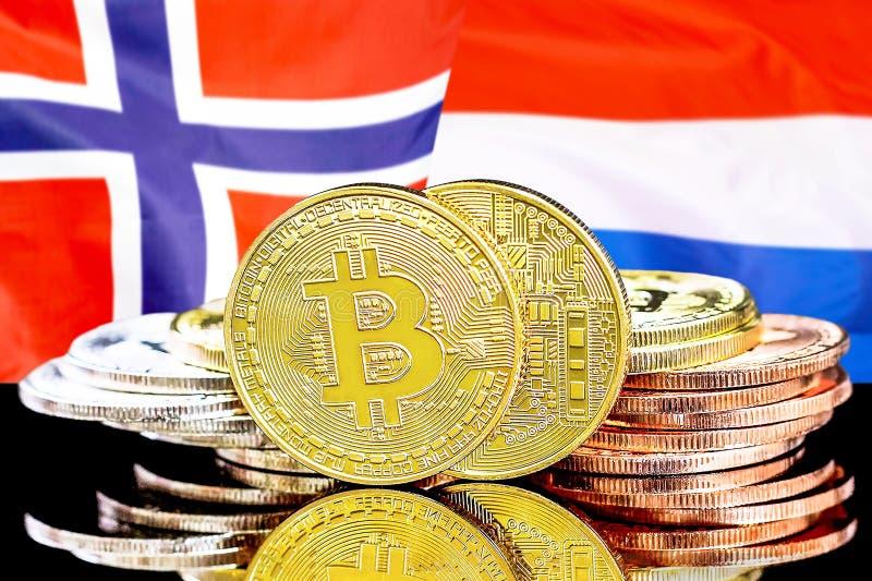 Bitcoins sur la Norvège et le fond néerlandais de drapeau image libre de droits