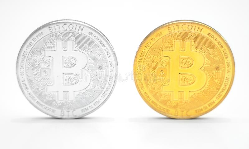 Bitcoins sur le fond blanc photos stock