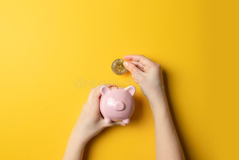 Bitcoins, waluty i prosi?tka bank, zdjęcie royalty free